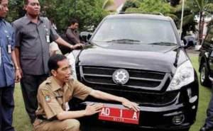 Joko Widodo dan mobil esemka